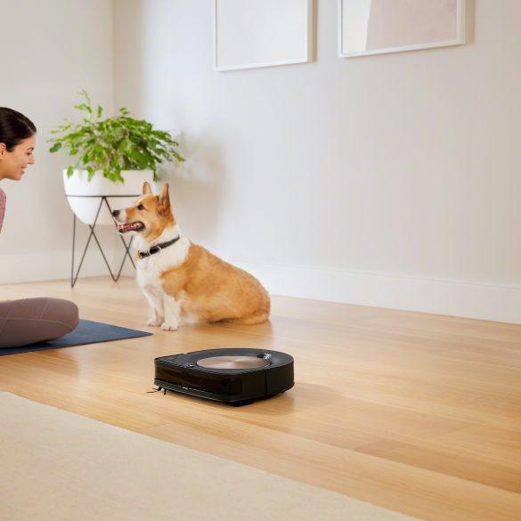 iRobot Roomba s9_Lifestyle_Mom and Dog
